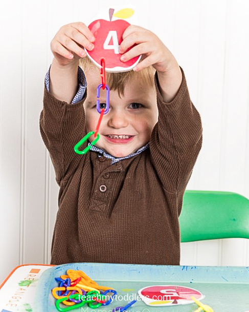 Learn how to use these clip cards to teach your toddlers numbers
