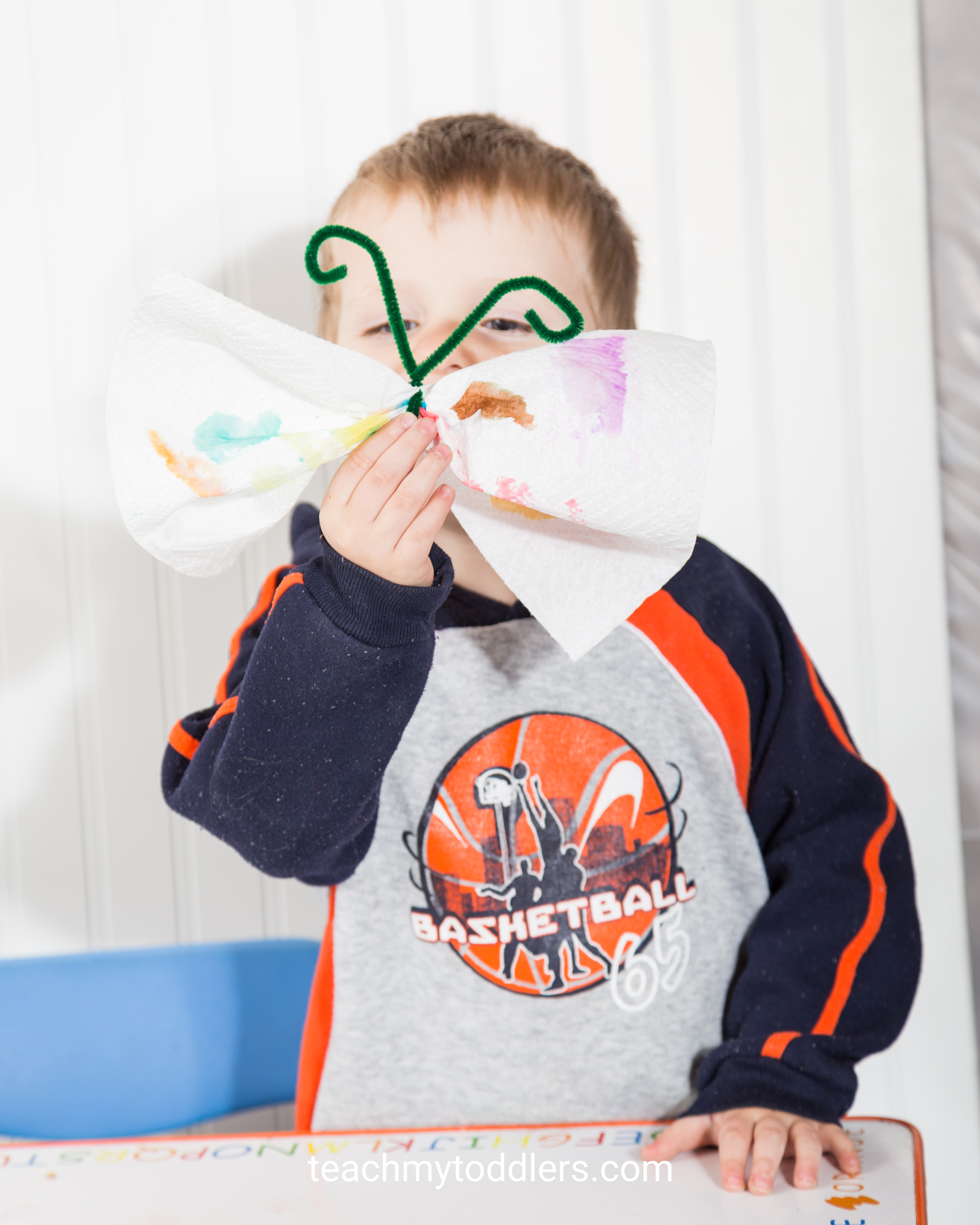 Learn how to use these i is for insect activities to teach your toddlers the letter i